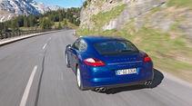 Porsche Panamera S Hybrid, Rückansicht, Fahrt, Bergstraße