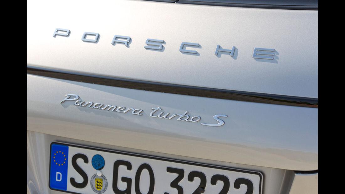 Porsche Panamera Tubo S, Emblem, Schriftzug