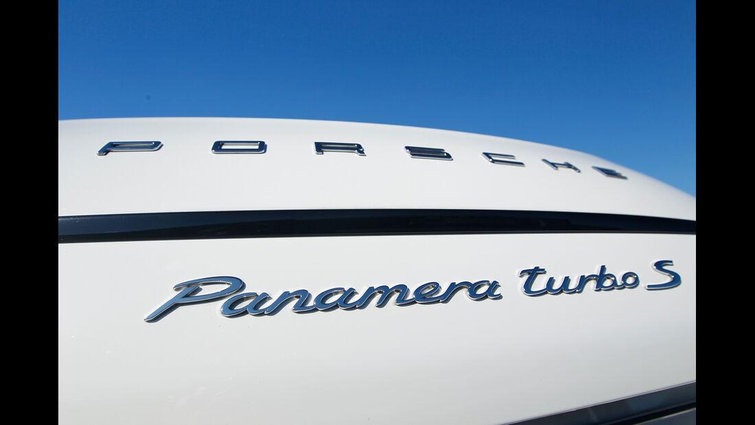 Porsche Panamera Turbo S, Schriftzug