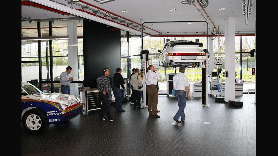 Porsche Workshop Teil 4, Porsche 911 CS auf Hebebühne