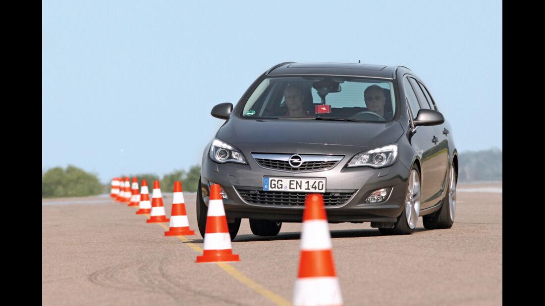 Praxistest, Opel Astra Sportstourer 1.4 Turbo, Slalom, Pylonen