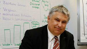 Prof. Dr.-Ing. Dr. h.c. Jürgen Becker, Institutsleiter des Karlsruher Instituts für Technologie
