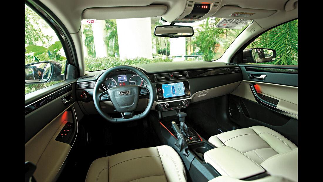 Qoros 3 Sedan 1.6T, Cockpit