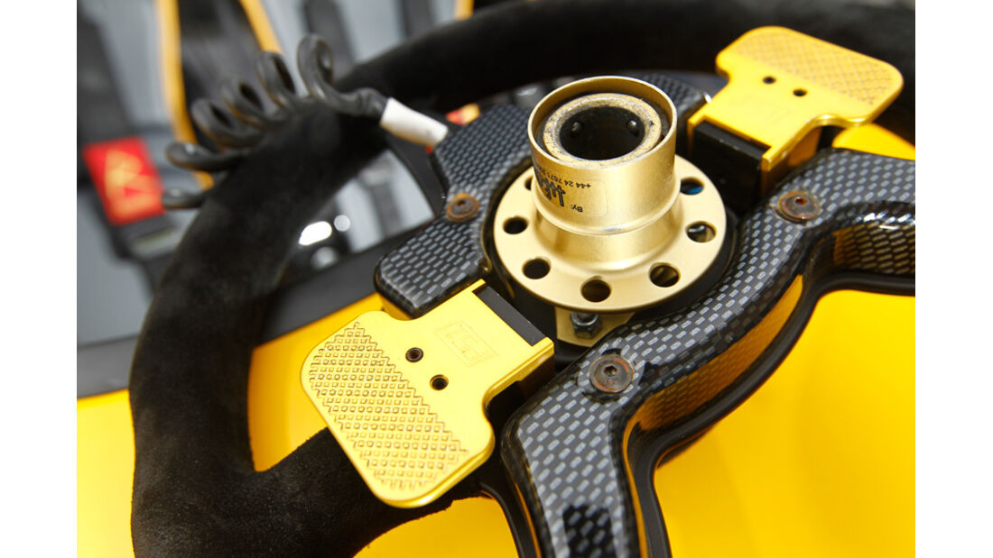 Radical SR3 SL, Benzinstutzen