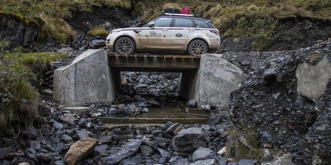 Range Rover Sport auf Brücke