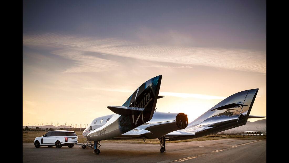 Range Rover zieht Virgin Jet