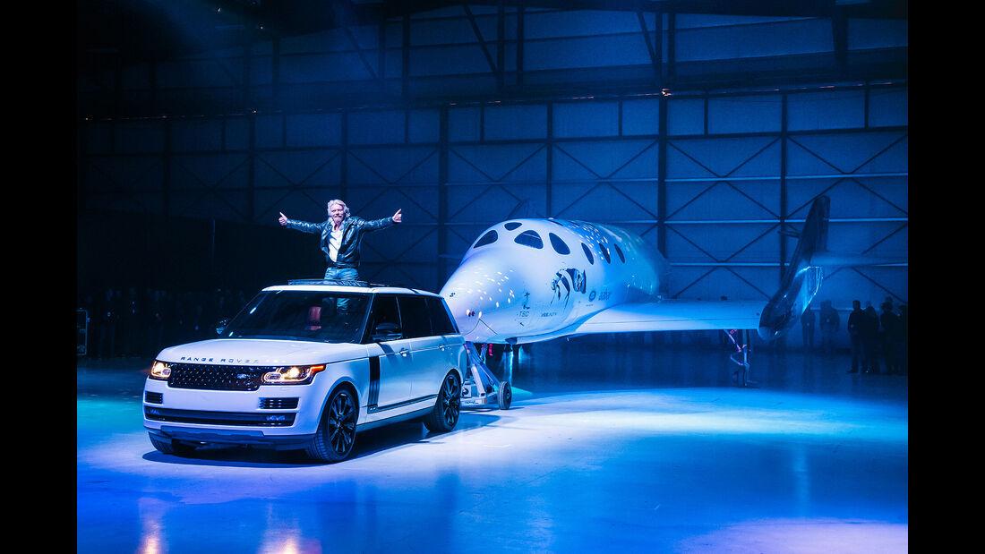 Range Rover zieht Virgin Jet Richard Branson