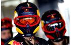 Red Bull - 2011 - Mechaniker - Helme - Formel 1