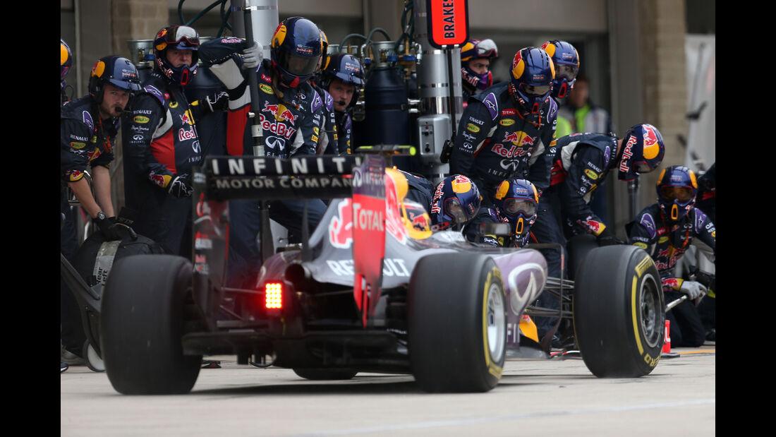 Red Bull - Boxenstopp - Formel 1 - 2015