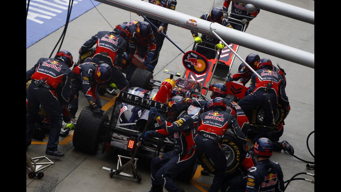 Red Bull Boxenstopp Pirelli 2011