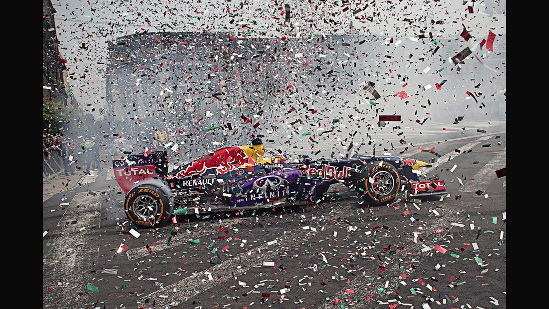Red Bull - F1-Show - Mexiko - 2015 - Ricciardo & Sainz