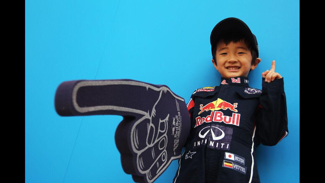 Red Bull-Fan Kind WM-Feier GP Japan 2011