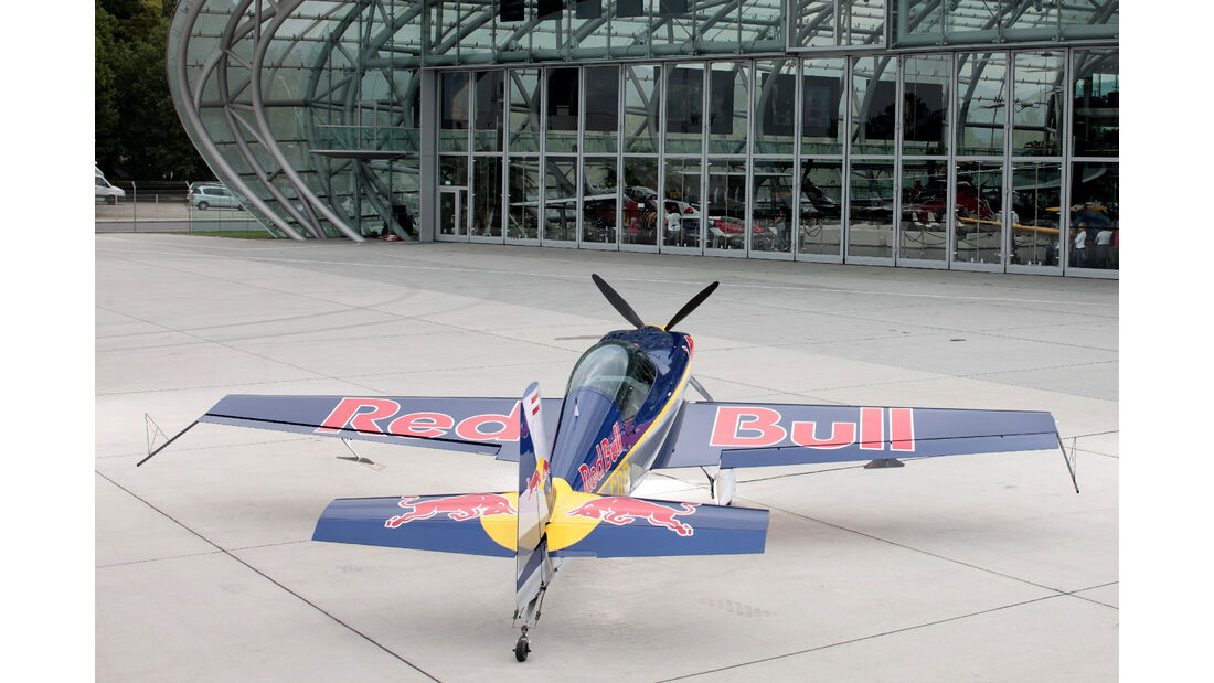 Red Bull-Flieger - Extra 300 L