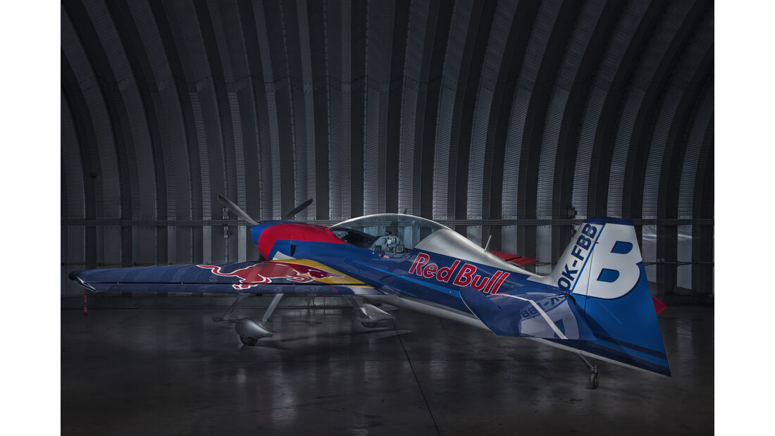 Red Bull-Flieger - XtremeAir XA42