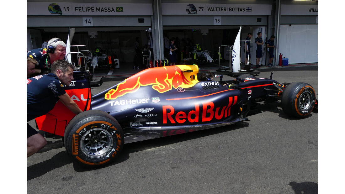 Red Bull - Formel 1 - GP Aserbaidschan - Baku - 17. Juni 2016