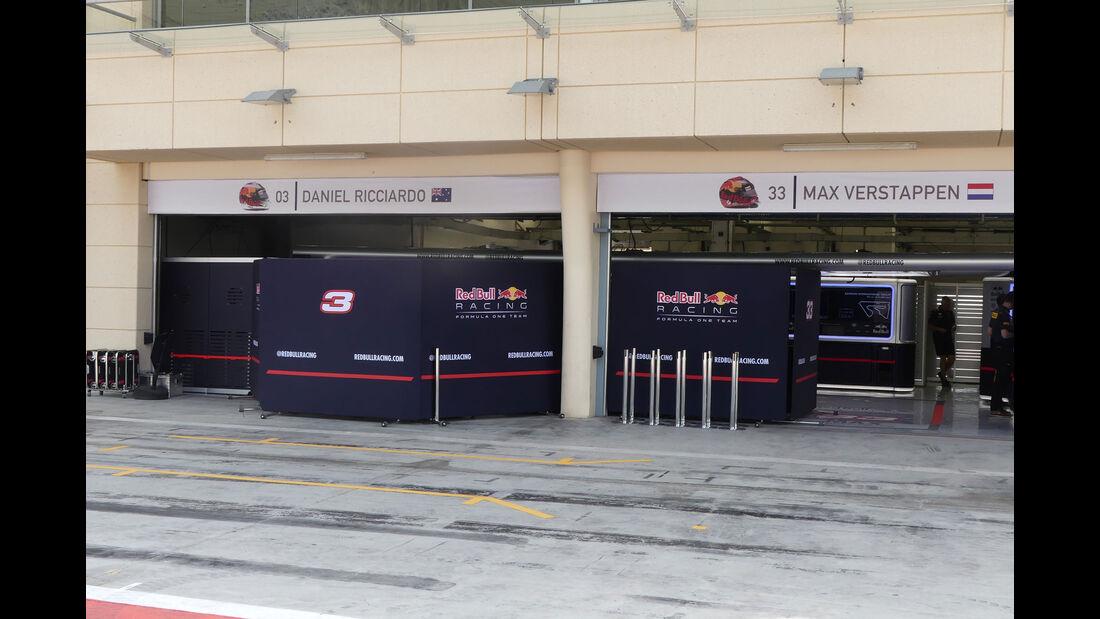 Red Bull - Formel 1 - Testfahrten - Bahrain - Mittwoch - 19.4.2017