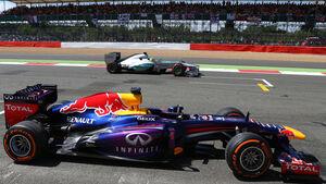 Red Bull - Mercedes - Formel 1 - GP England 2013