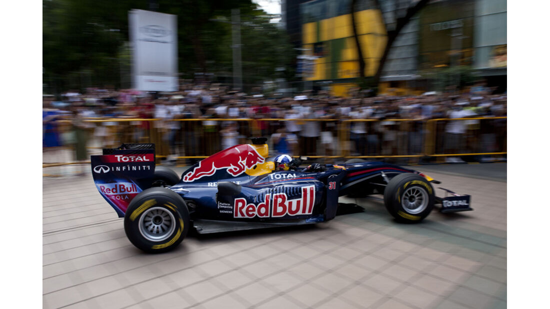 Red Bull Showrun Singapur 2011