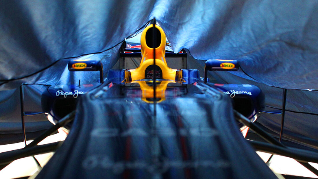 Red Bull Verhüllung 2011 RB7