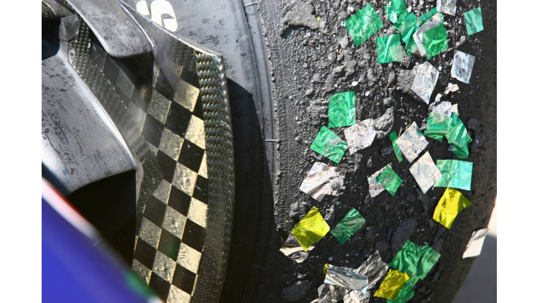 Reifen mit Konfetti GP Brasilien 2010