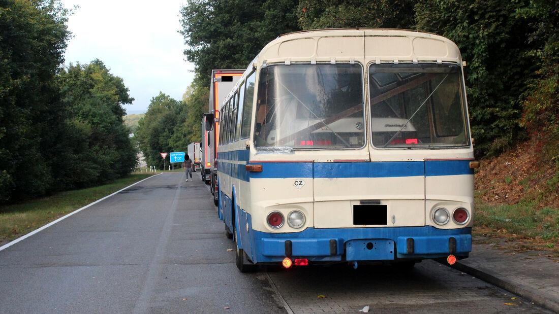 Reisebus als Auto-Transporter - Polizei Kaiserslautern - 2019