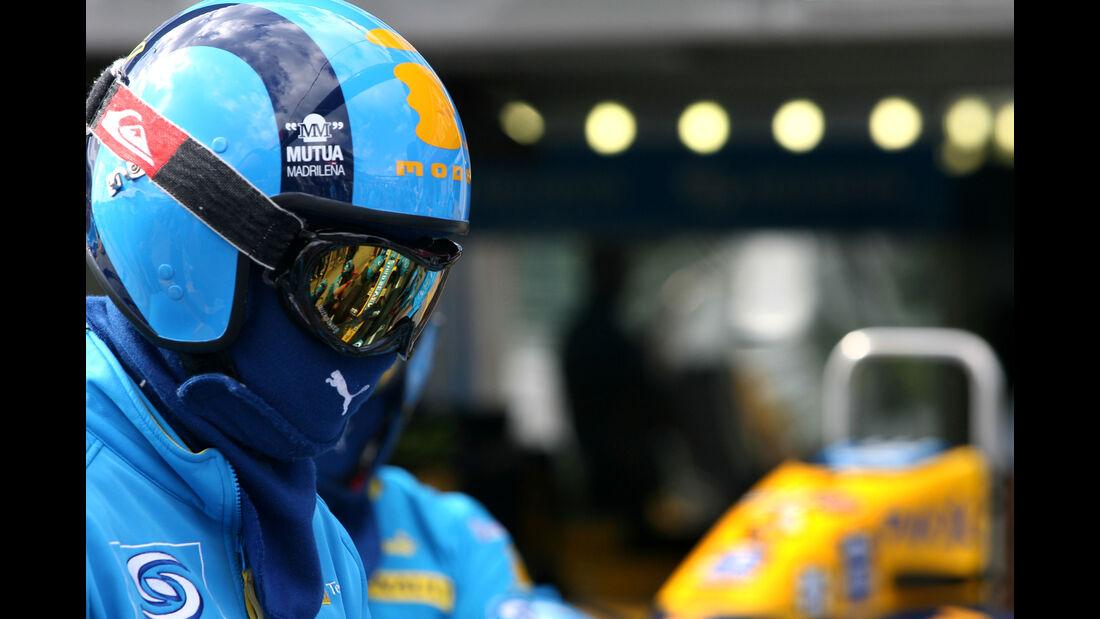 Renault - 2006 - Mechaniker - Helme - Formel 1