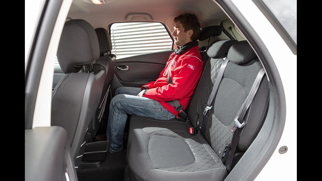 Renault Captur TCe 120, Rücksitz, Beinfreiheit