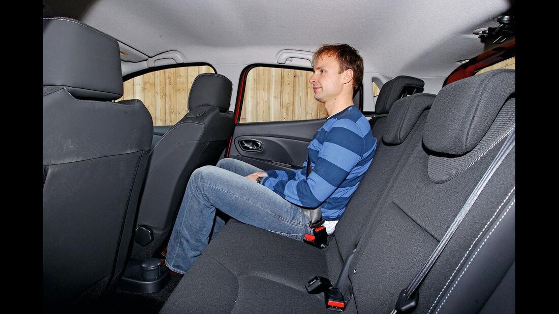 Renault Clio TCe 90, Rücksitz, Beinfreiheit