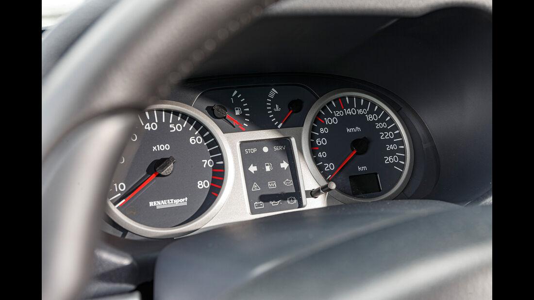 Renault Clio V6, Interieur