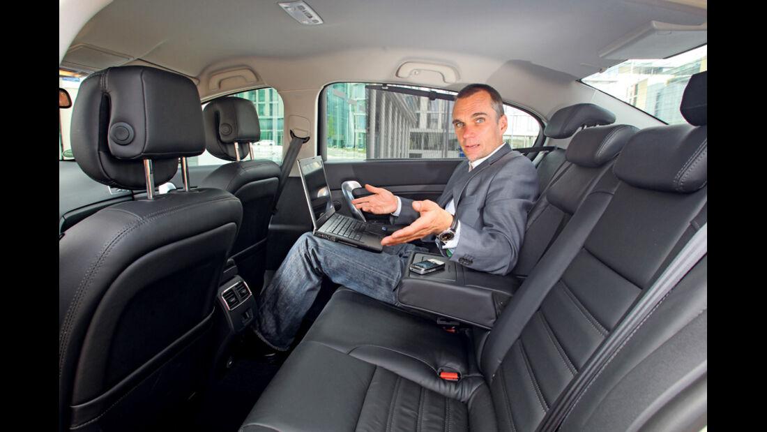 Renault Latitude, Fond
