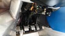 Renault Sport Spider, Pedale