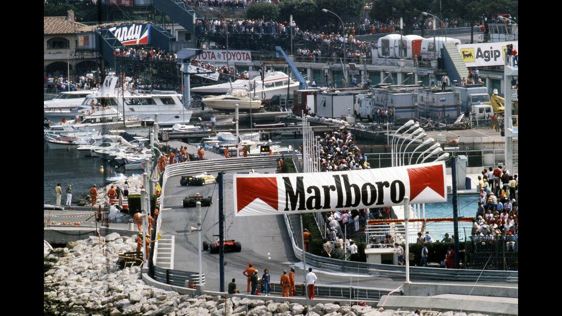 Rene Arnoux - Renault RE30B - Didier Pironi - Ferrari 126C2 - GP Monaco 1982