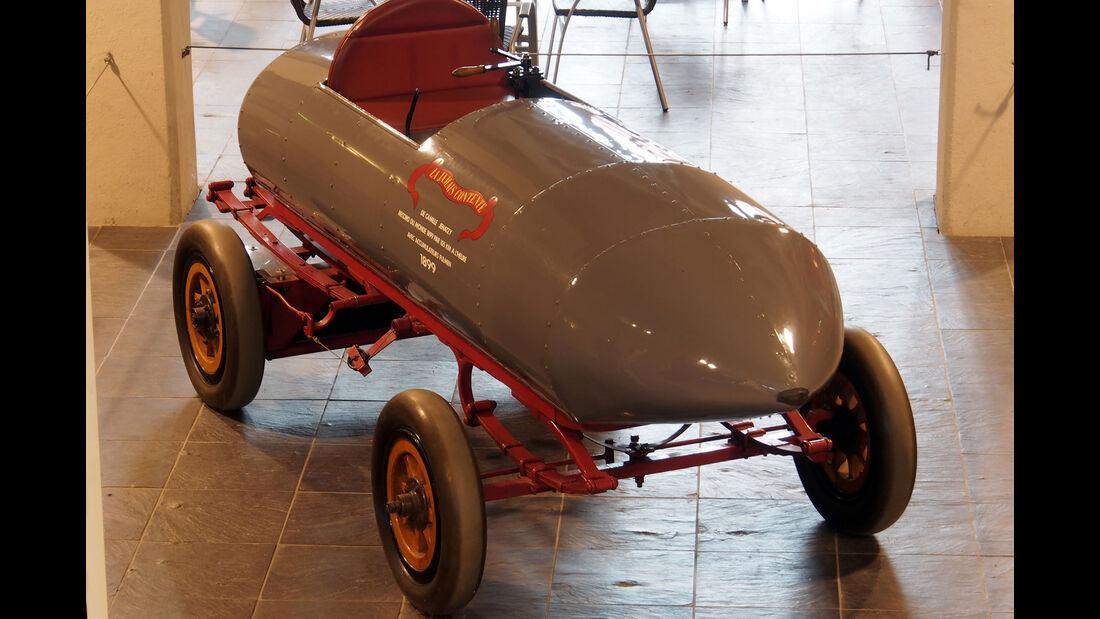 Replica des Rekordwagens La Jamais Contente aus dem Jahr 1899.