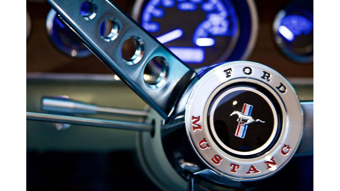 Revology Ford Mustang