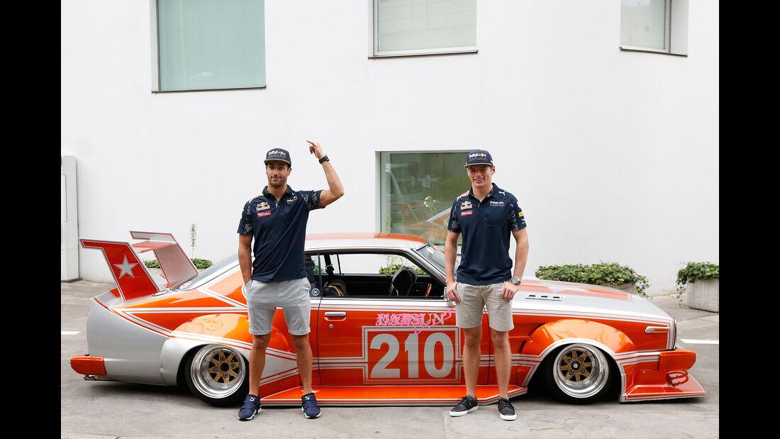 Ricciardo & Verstappen - Toyko - Tuning - Red Bull - 2016