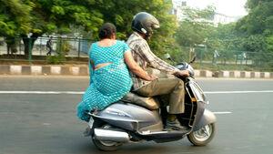 Roller-Fahrer in Indien