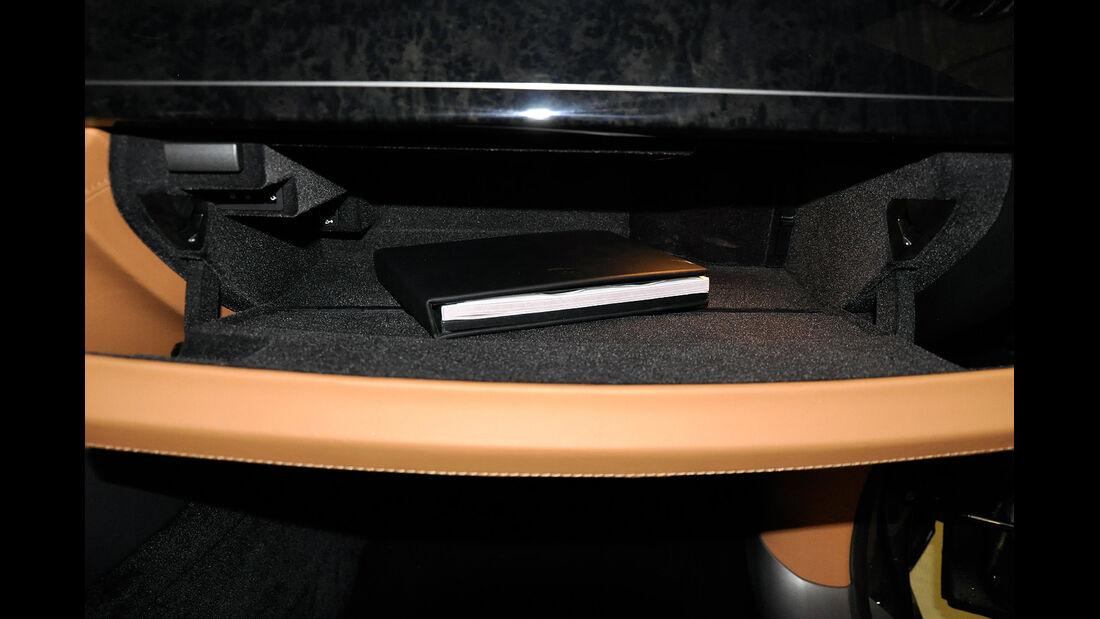 Rolls Royce Ghost, Handschuhfach