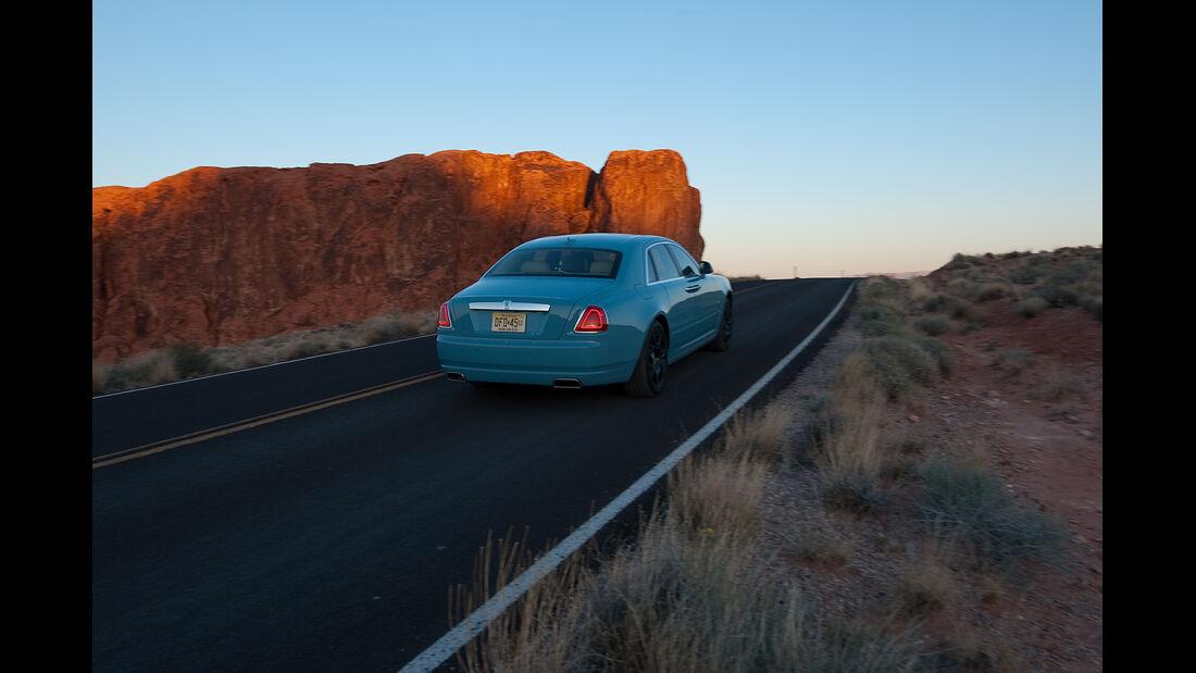 Rolls-Royce Ghost, Heckansicht, Wüste