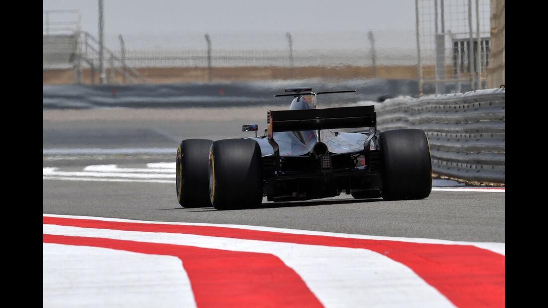 Romain Grosjean - HaasF1 - Formel 1 - Testfahrten - Bahrain International Circuit - Dienstag - 18.4.2017