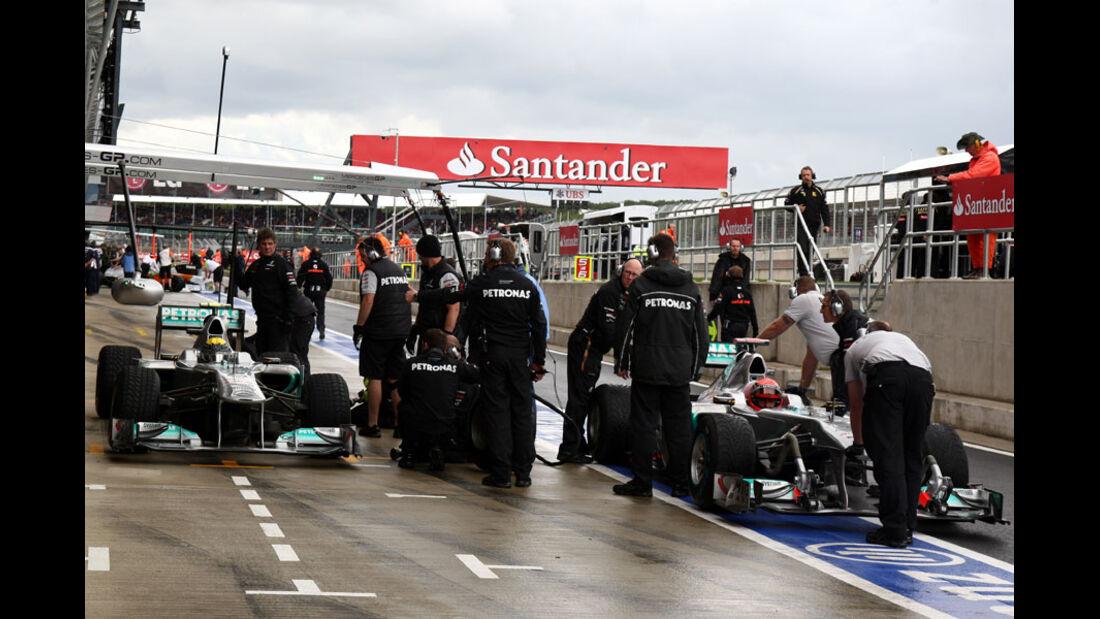 Rosberg Schumacher GP England 2011