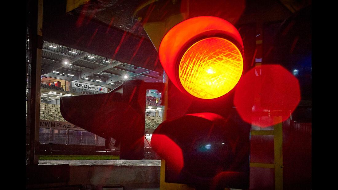 Rote Ampel, Rennabbruch, Nacht, Regen, 24h-Rennen Nürburgring 2013, Nacht, Atmosphäre, 19-05-13