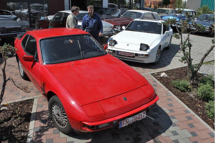 Roter Porsche 924 und weißer Porsche 944