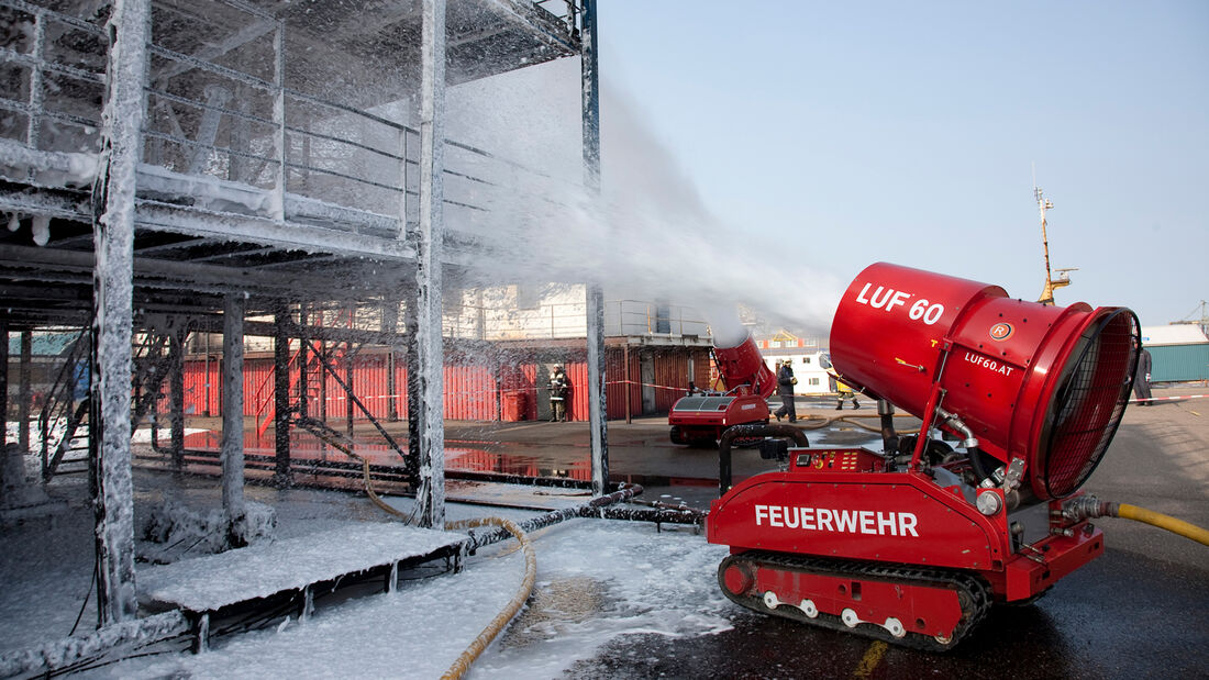 Rotterdam Holland LUF 60 Trainings Uebung Einsatz Falck Risc FW Feuerwehr Fa. Rechners