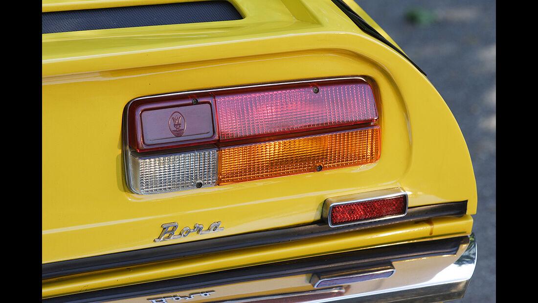 Rückleuchte des gelben Maserati Bora 4.7