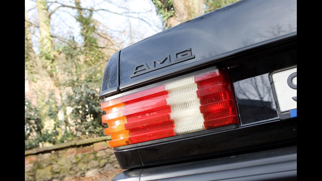 Rückleuchte und AMG-Emblem am Mercedes-Benz 500 SEC-AMG, Baujahr 1982