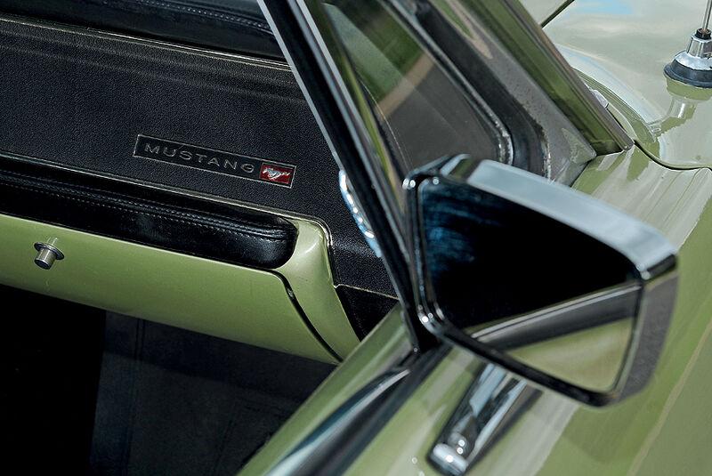 Rückspiegel des Ford Mustang Hardtop Coupé
