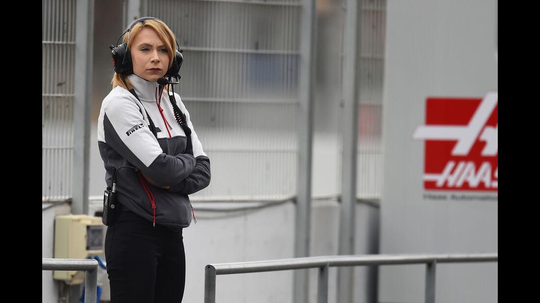 Ruth Buscombe - HaasF1 - Formel 1-Test - Barcelona - 22. Februar 2016