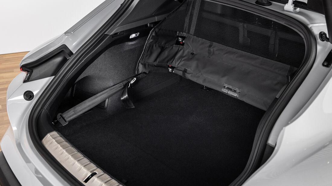 SPERRFRIST 04/03/21 16.30 Uhr Porsche Taycan Cross Tursimo Studio