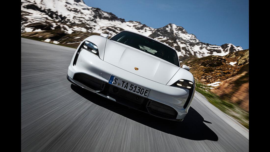 SPERRFRIST 04.09.19 / 16 Uhr Porsche Taycan Turbo S Elektroauto Sportwagen