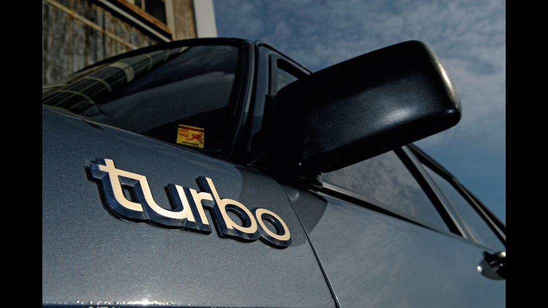 Saab 900 Turbo DeLuxe, Baujahr 1984, Seitenspiegel Turbo-Schriftzug